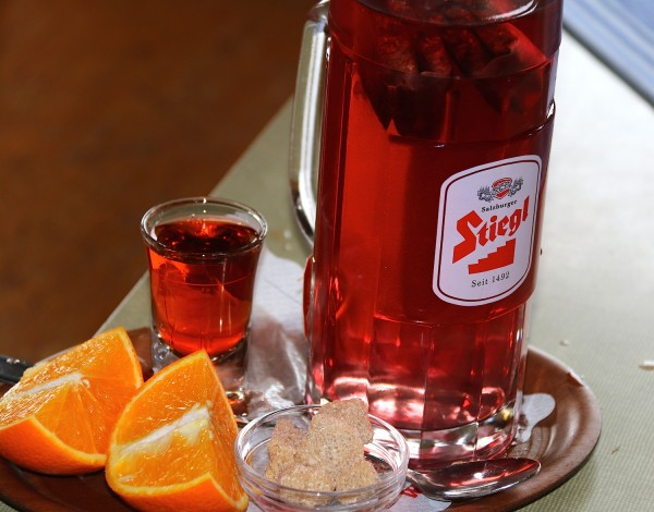 nach dem Aufstieg tut heisser Tee gut (Rum muss schon auch dabei sein)