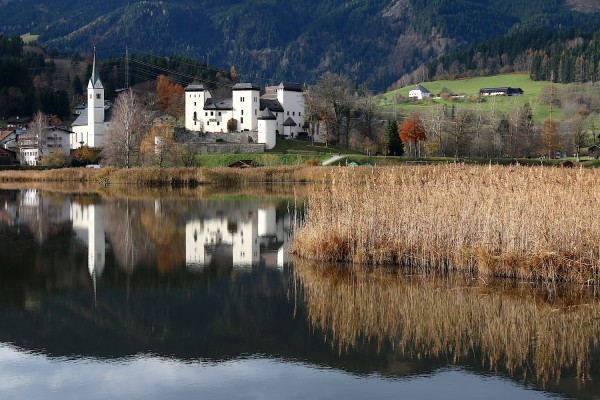 netter Ausblick über den See auf's Schloss
