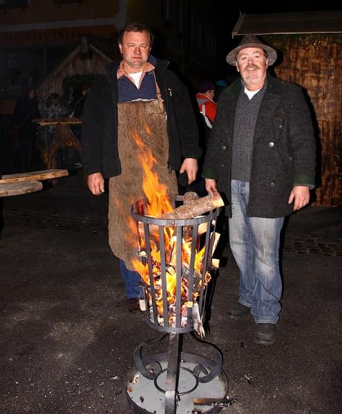 Feuer zum Aufwärmen - aber es gibt natürlich auch Glühwein